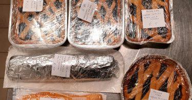 Sabato sera e domenica vendita delle torte per l'auto finanziamento della parrocchia: Bensone con marmellata di prugne. Crostate con Nutella marmellata di prugne e di mirtelli. Rotolo alla Nutella.